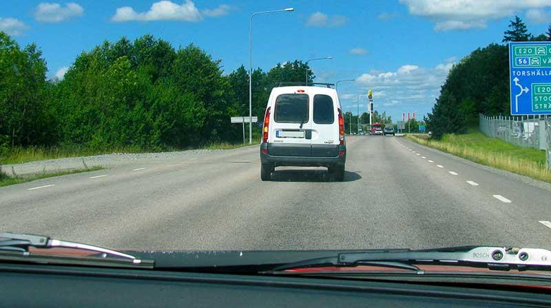 Omkörning till höger.
